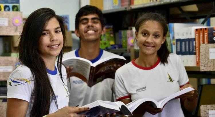 Escola em Taguatinga é única do DF que oferece aulas bilíngues para surdos
