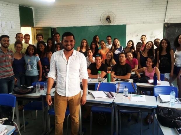 Ex-alunos da UnB montam cursinho gratuito para jovens de baixa renda