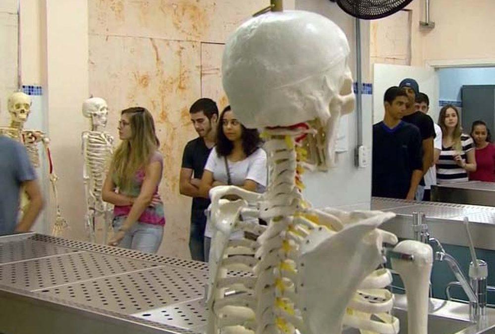 Ceará tem maior percentual de alunos de medicina em nível avançado em teste nacional, diz Inep