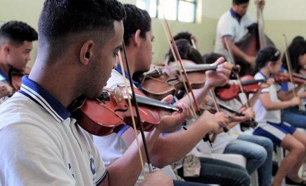 Escola Estadual Vila União usa o ensino da música para transformar a vida dos alunos