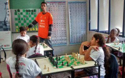 Projeto 'Mentes Brilhantes' estimula aprendizado por meio do xadrez em escola pública de Bom Despacho