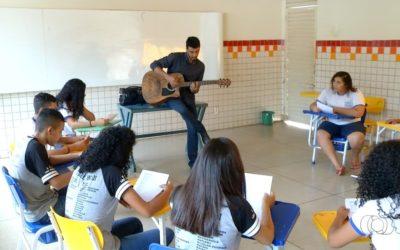 De Legião a Nação Zumbi: professor usa músicas para ensinar geografia em Palmas