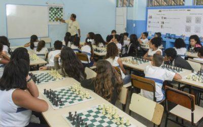 Projeto insere o xadrez na grade curricular de escolas municipais