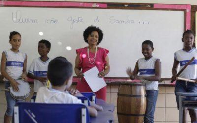 Professora de escola municipal é finalista de prêmio do MEC