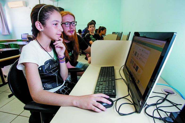 Alunos de escola pública de Florianópolis têm acesso à linguagem digital