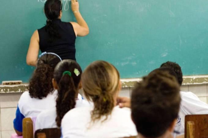 Maioria apoia elevar salários de docentes para melhorar educação no país