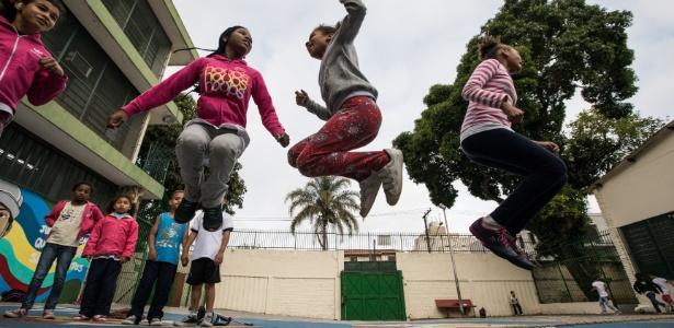 Escola com fama de violenta retira grades: 'Precisa acreditar no jovem'