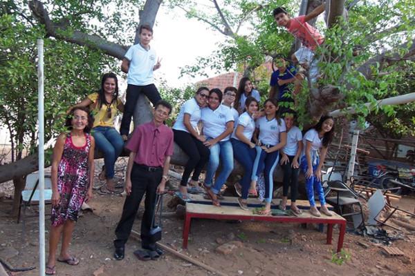 Por meio de ensaio fotográfico e visitas a idosos, estudantes resgatam tradições e fortalecem elos com a comunidade em Apodi (RN)