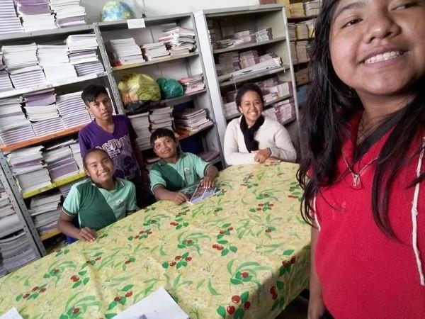Estudantes de escola pública criam dicionário de línguas indígenas