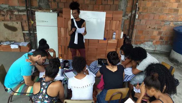 Unifavela aprova 3 alunos na Uerj e ganha nova sala de aula