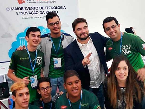 Alunos de escola pública da região representam Brasil em competição internacional de robótica