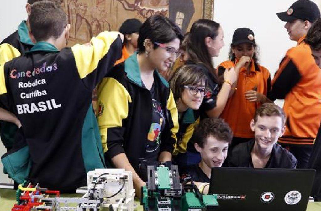 """Alunos de escolas curitibanas se destacam como """"Ases da Robótica"""" em torneio no RJ"""