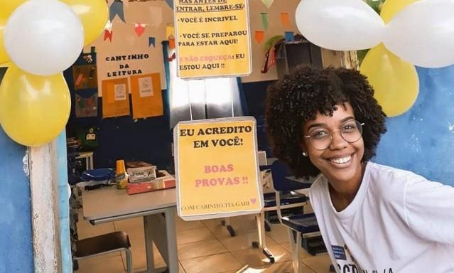 Professora de Magé inova na aplicação de provas para ajudar alunos e história viraliza na internet
