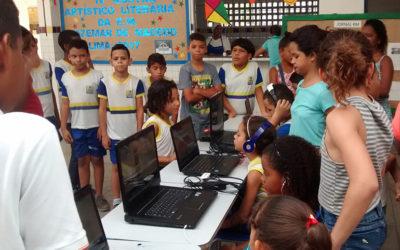 Estudantes criam programa de rádio para aprender história