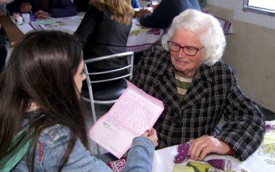 Crianças escrevem cartas e visitam idosos em projeto de escola estadual de Mogi das Cruzes (SP)